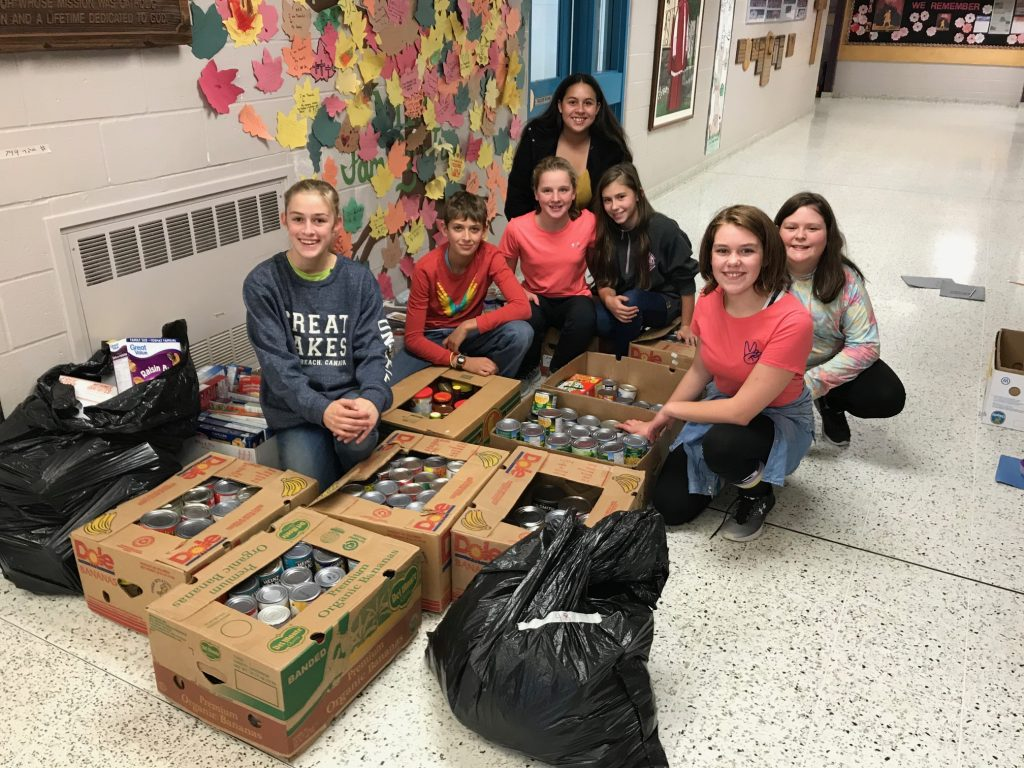 CAN-struction workers — Adrianne, Will, Mary, Kaleigh, Jada, Jadyn and Maddie.